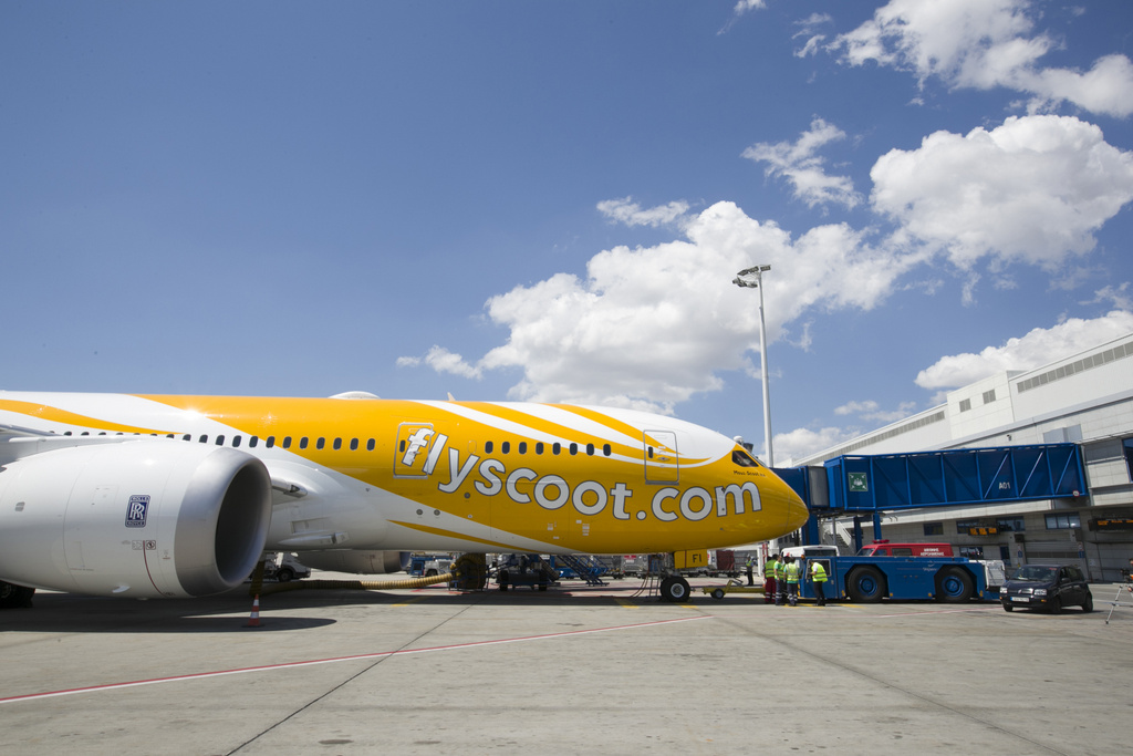 Scoots aircraft mous scoot ka at the athens international airport 2