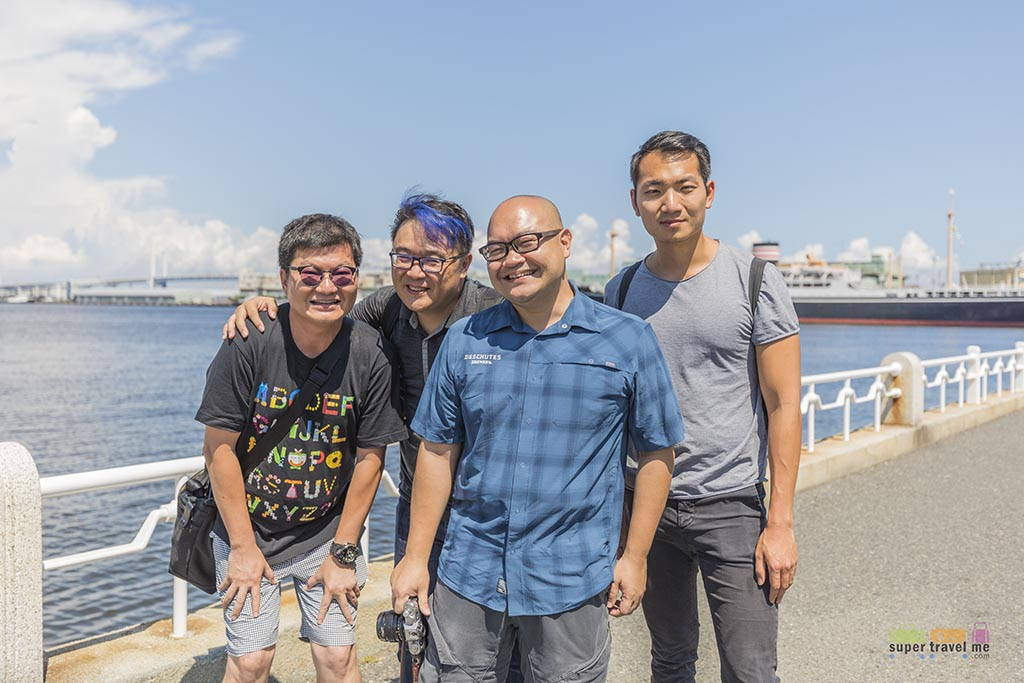 Travel companions in Yokohama in July 2017.