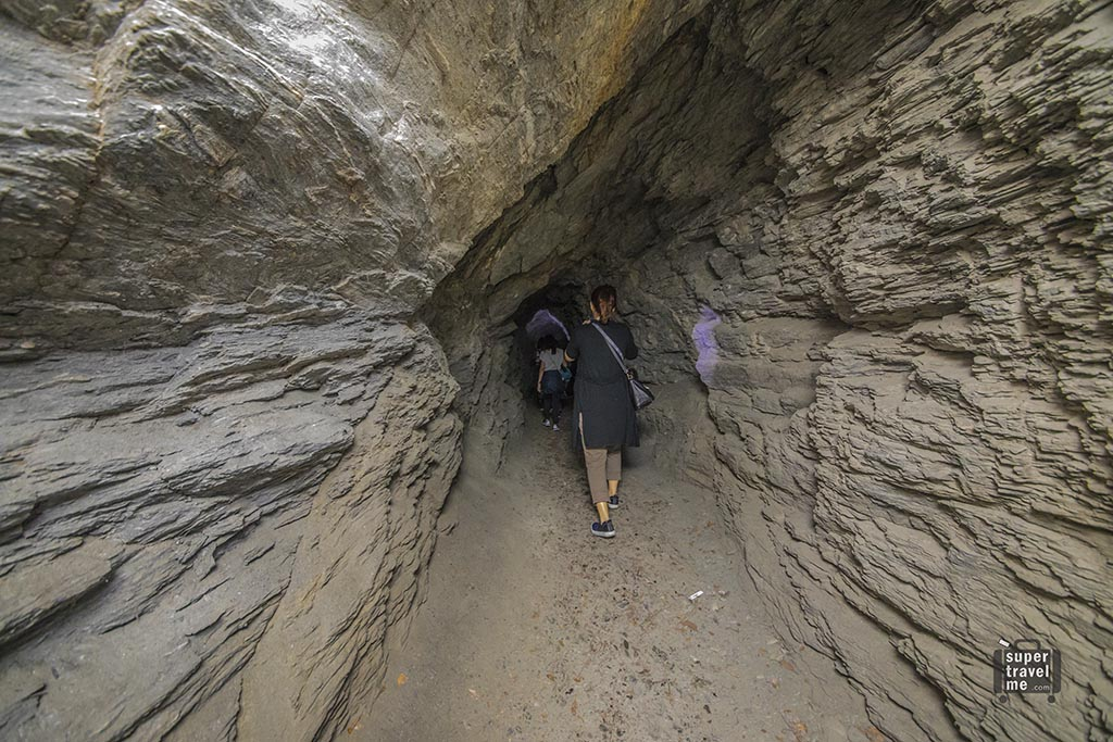 Hike through caves at Taroko National Park