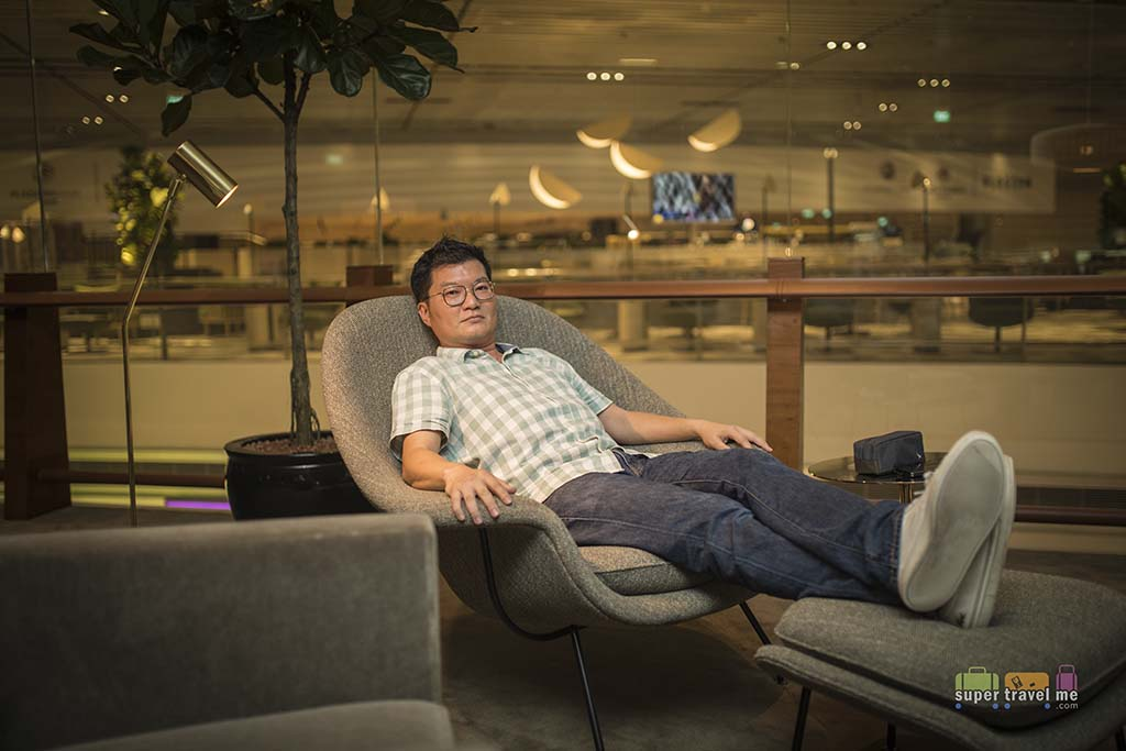 Adrian Eugene Seet at Cathay Pacific Lounge at Changi Airport T41G7A1629