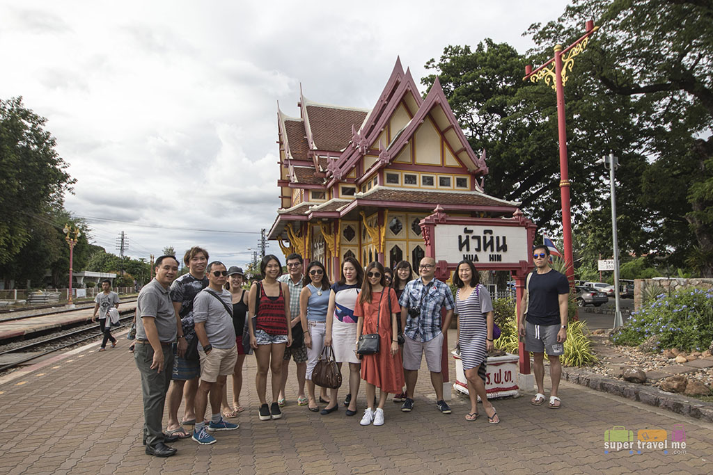 Group photo at Hua Hin Railway