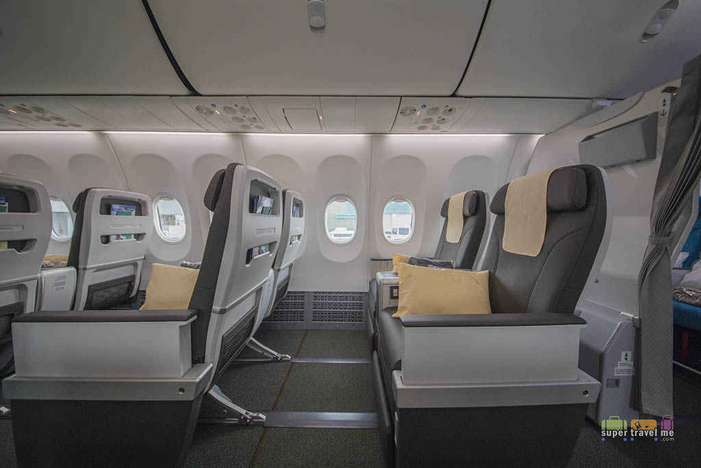 Business Class cabin in SilkAir Boeing 737 MAX 8 9V-MBA (4 October 2017)