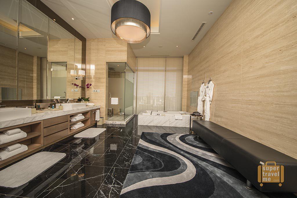 Fairmont Jakarta - Presidential Suite Bathroom