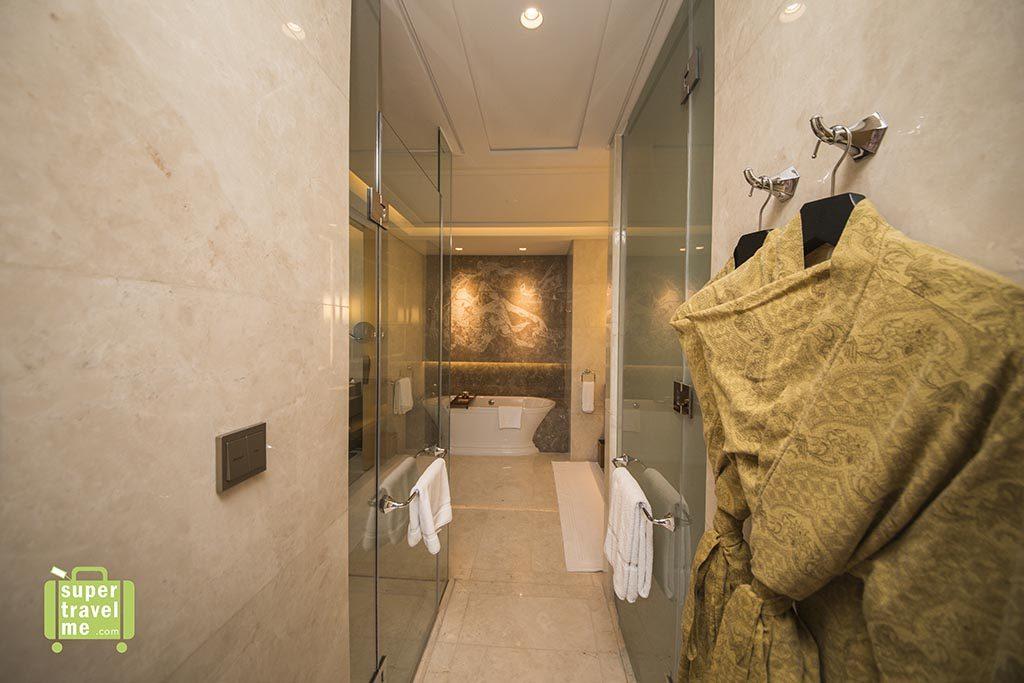 Raffles Jakarta Signature Room bathroom