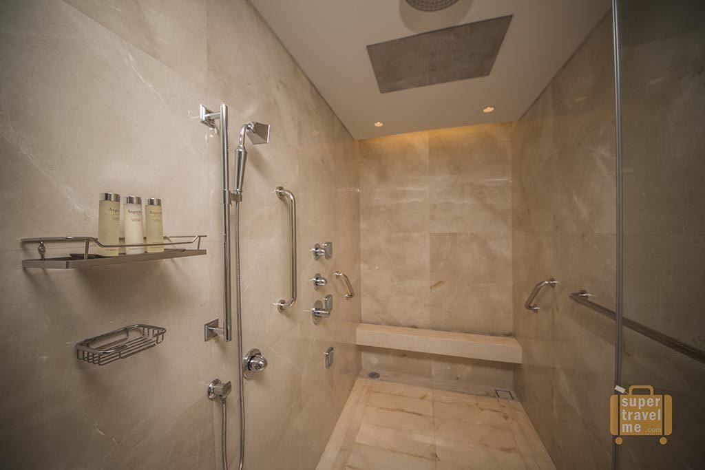 Raffles Jakarta - Raffles Suite Bath room