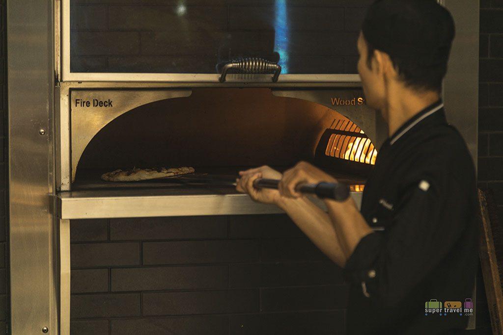 Fairmont Jakarta - Fire baked pizza at Spectrum