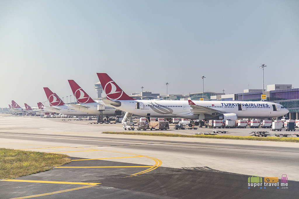 Turkish Airlines aircraft in Istanbul Ataturk Airport -2