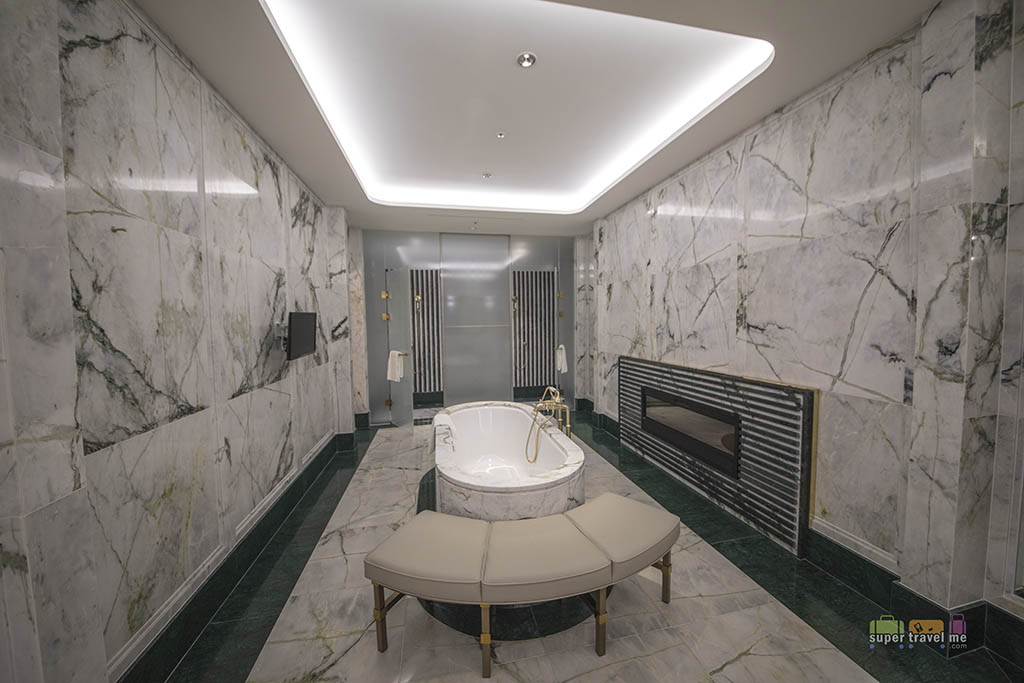 Large bathtub and shower area in the Presidential Suite bathroom at Le Meridien Seoul
