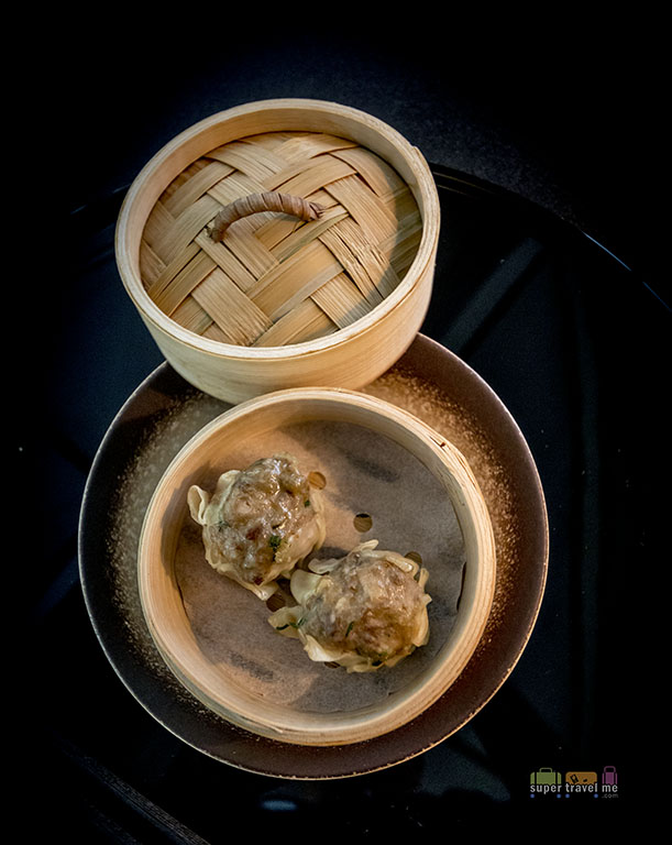 Cathay Pacific - The Deck - Hong Kong International Airport - Beef SIu Mai 487