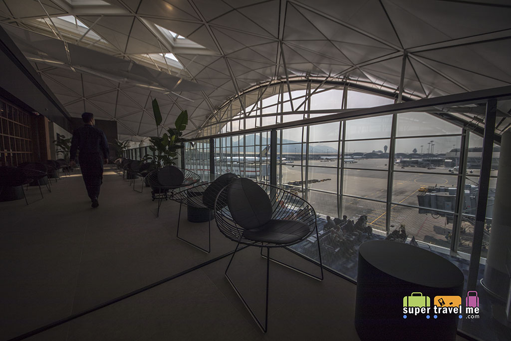 Cathay Pacific - The Deck - Hong Kong International Airport - Terrace 447