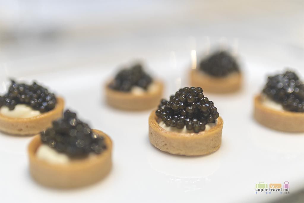 Qantas First - Caviar tartlet with créme fraîche