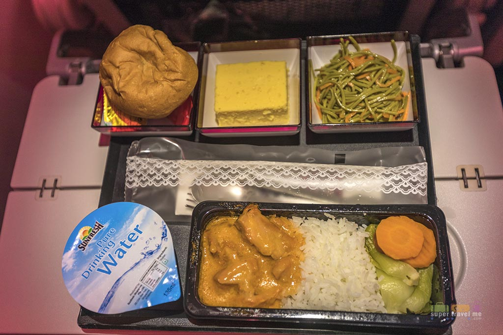 Qatar Airways Economy Class dining 1G7A4502