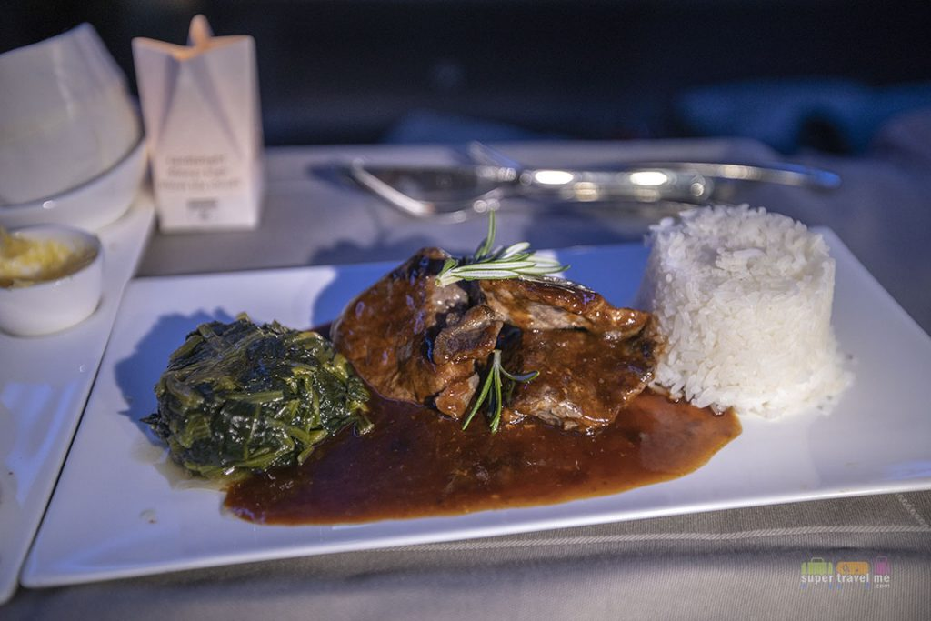 Stir fried beef with bbq sauce, wok fried spinach and jasmine rice served onboard TK55 from Singapore to Istanbul on 10 May 2018