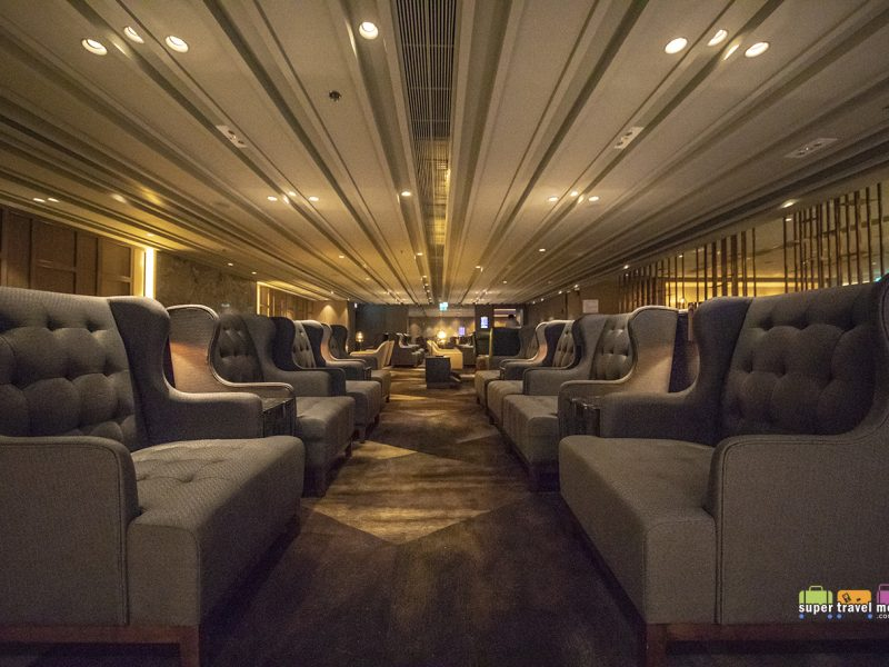 A relaxed and comfortable seating area for guests at Plaza Premium First Hong Kong