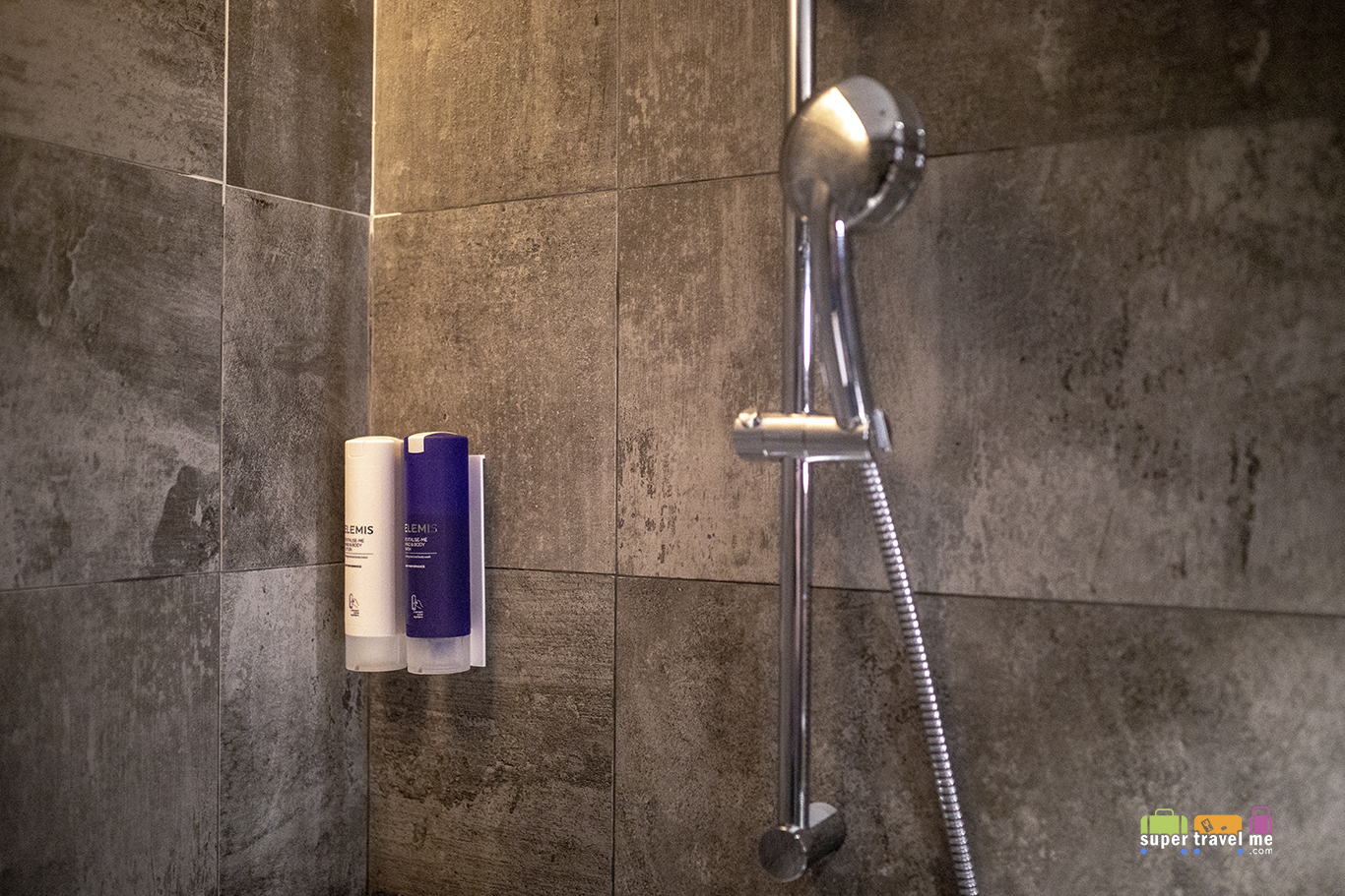 One of two shower suites at Plaza Premium First Hong Kong