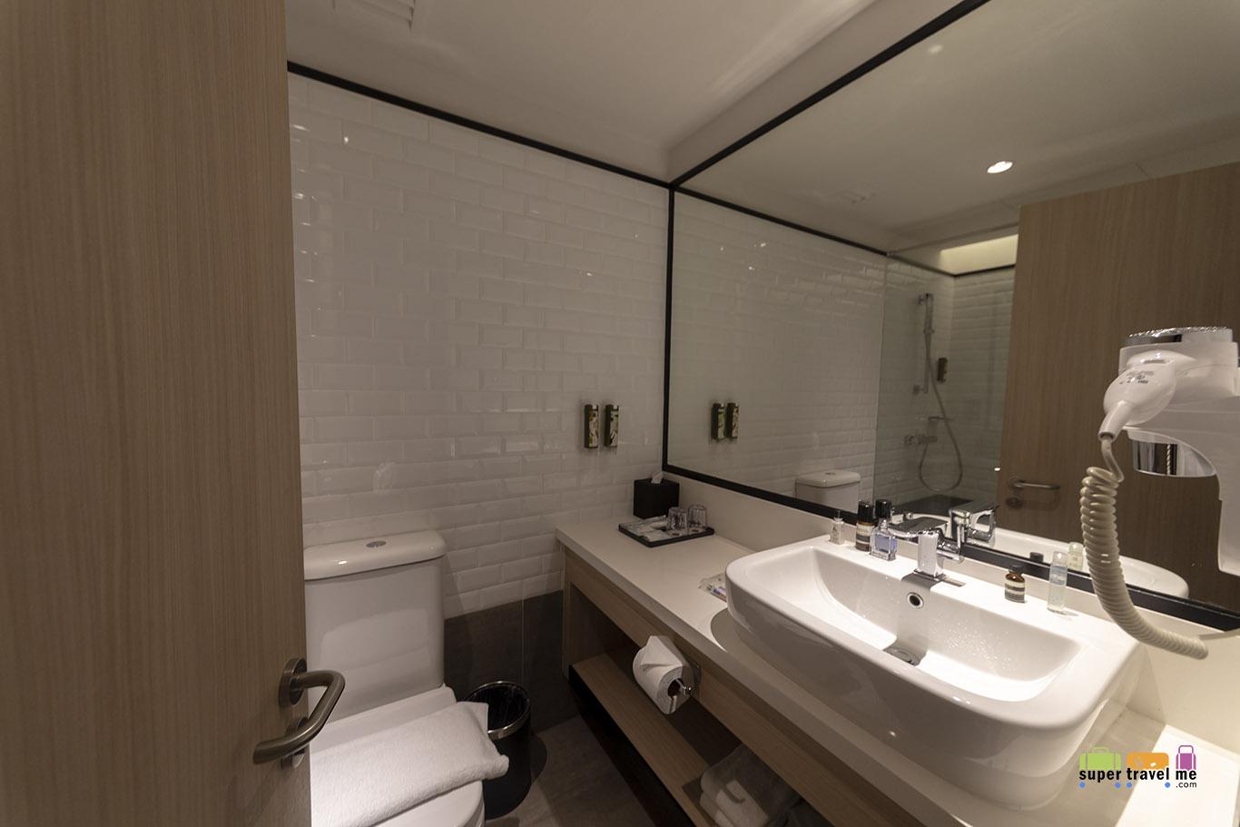 Aerotel Kuala Lumpur bathrooms