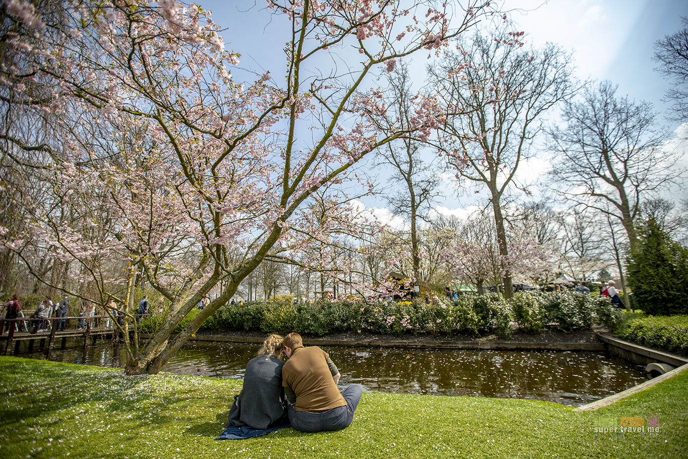 Sit on the lawn, enjoy the fresh air at The Keukenhof Holland