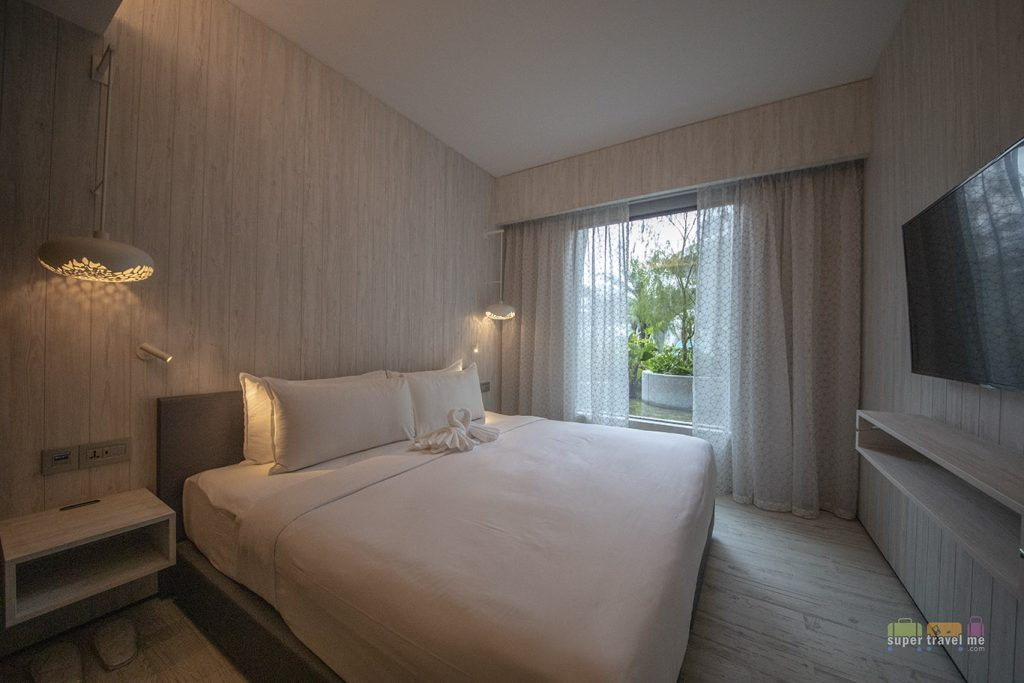 Village Hotel at Sentosa - Family Room's 18sqm King Superior Room with Shower connected to another 18 sqm King or Twin with shower room