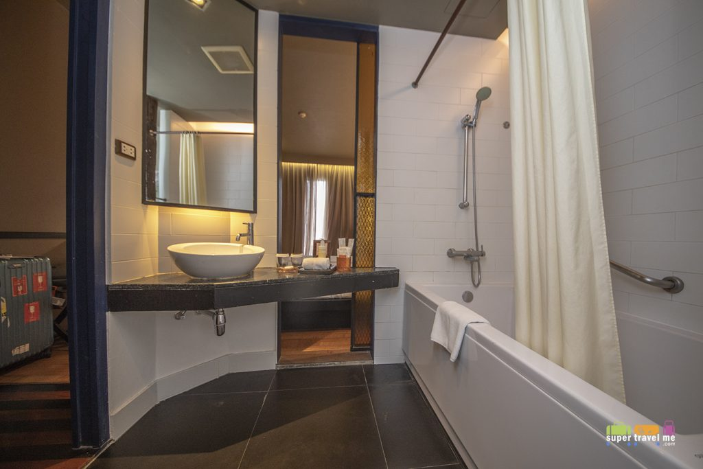 Shower and bathtub in Deluxe Rooms at Siam@Siam Design Hotel Bangkok