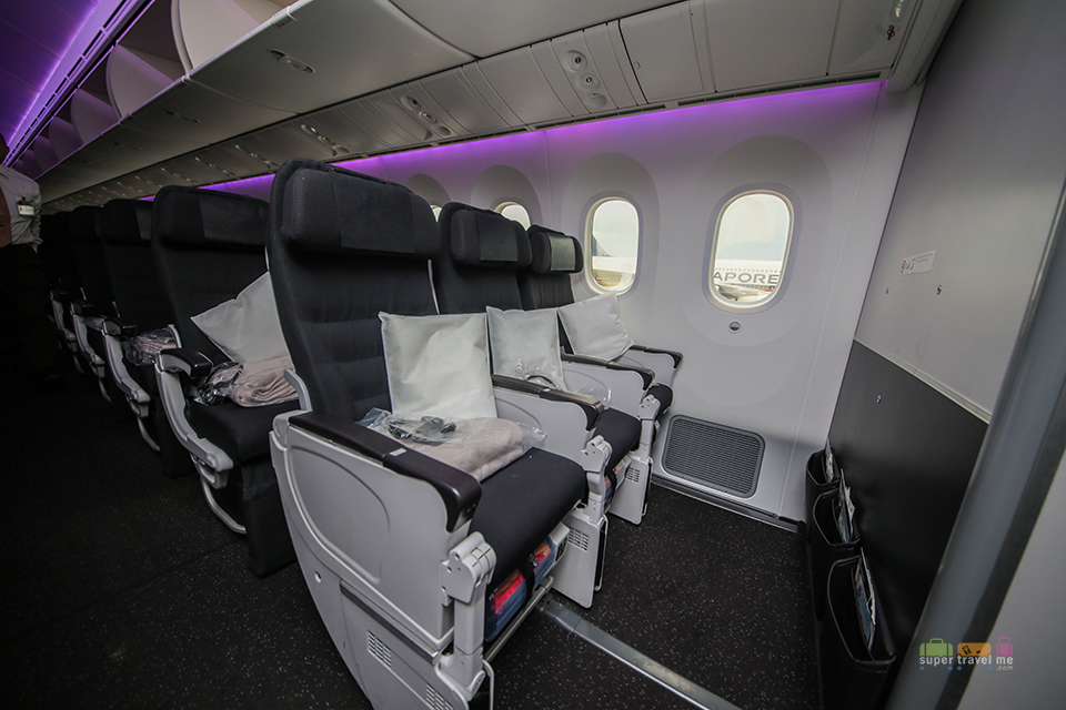 Air New Zealand Economy Class cabin in B787-9 Dreamliner.