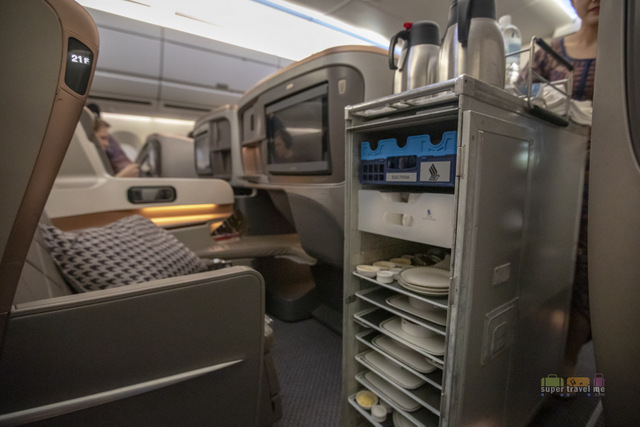 Meal service in Business Class onboard Singapore Airlines SQ338 from Singapore to Dusseldorf