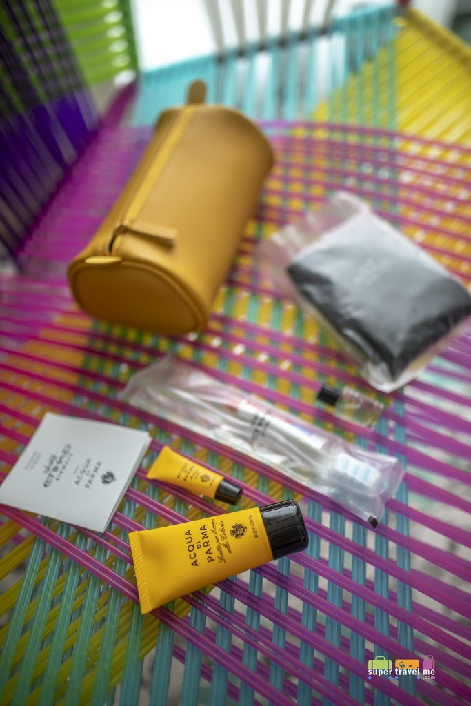 Contents of Etihad Airways Acqua Di Parma amenity kit for First Class