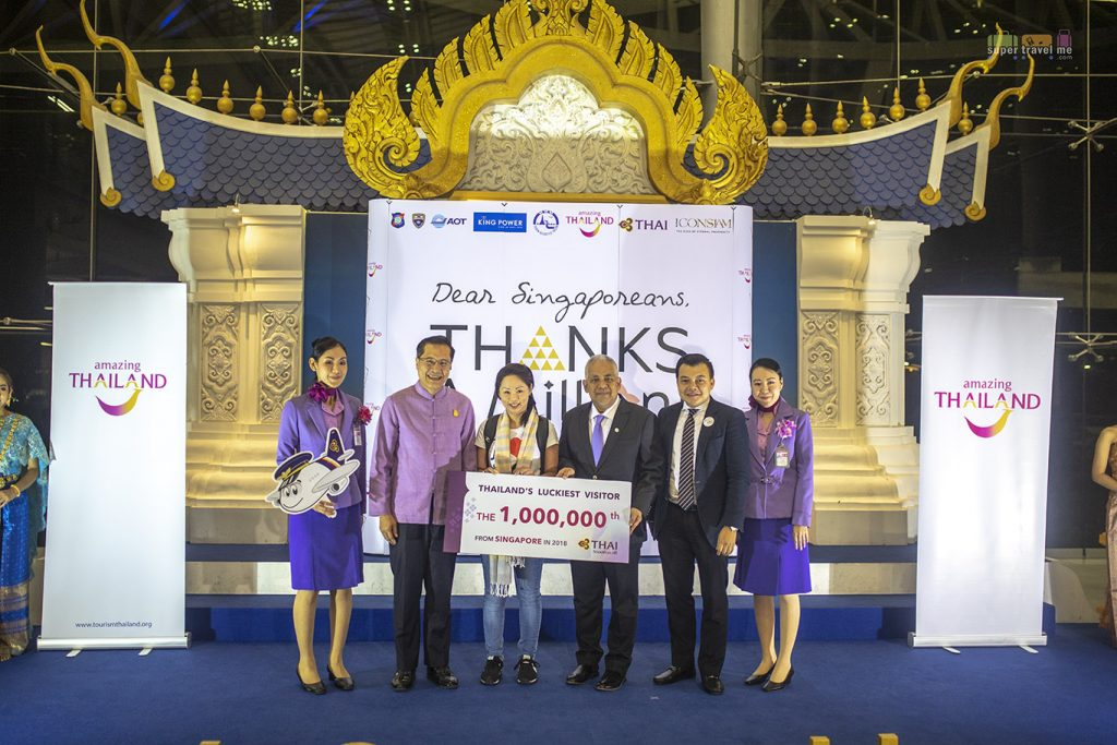 Thai Airways prize presentation to Angela Kwek