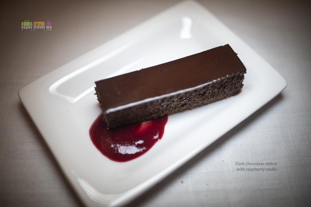 Air New Zealand NZ284 Dinner Dessert - Dark Chocolate Delice with Raspberry Coulis (24 May 2019)