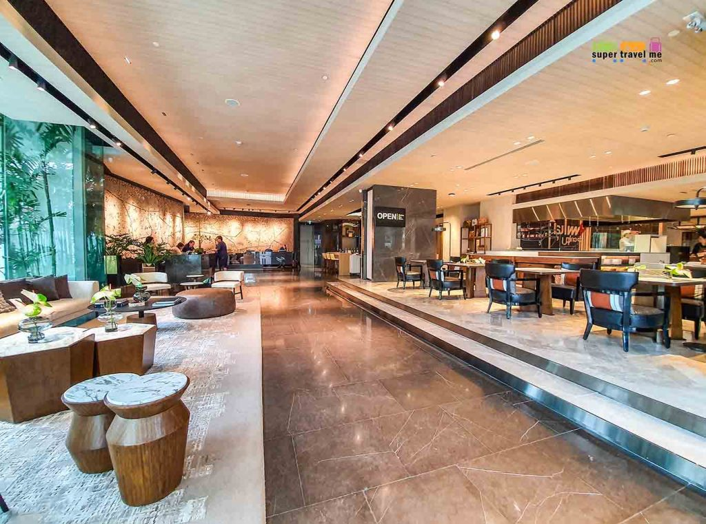 Doubletree by Hilton Ploenchit Lobby and all day dining Open