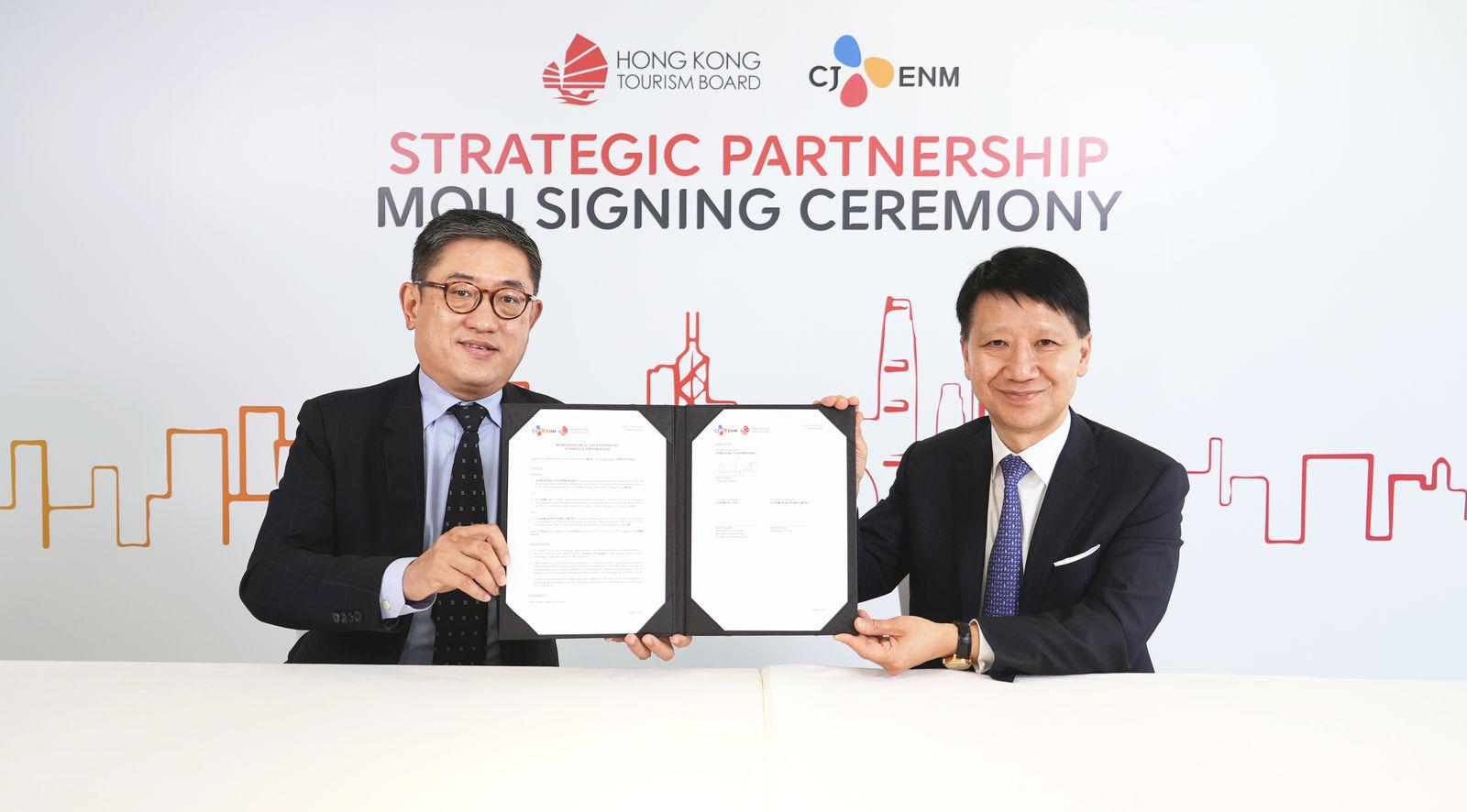 Dr YK Pang, Chairman of HKTB & Mr Dane Cheng, Executive Director of HKTB-medium