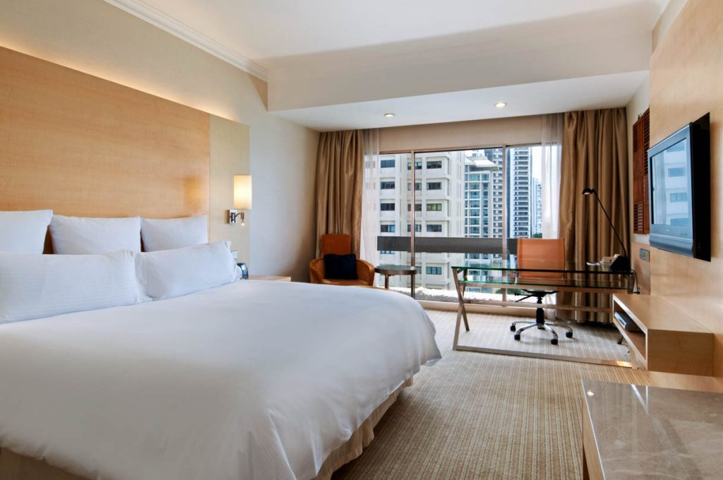 King Deluxe Room (Hilton Singapore photo)