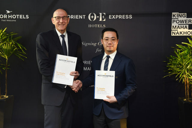 Aiyawatt Srivaddhanaprabha, Chief Executive Officer of King Power Group signs an MOU with Michael Issenberg, Chairman and Chief Executive Officer Asia Pacific of AccorHotels to debut the world's first Orient Express Hotel in King Power Mahanakhon—Bangkok's new landmark.  (King Power Group photo)