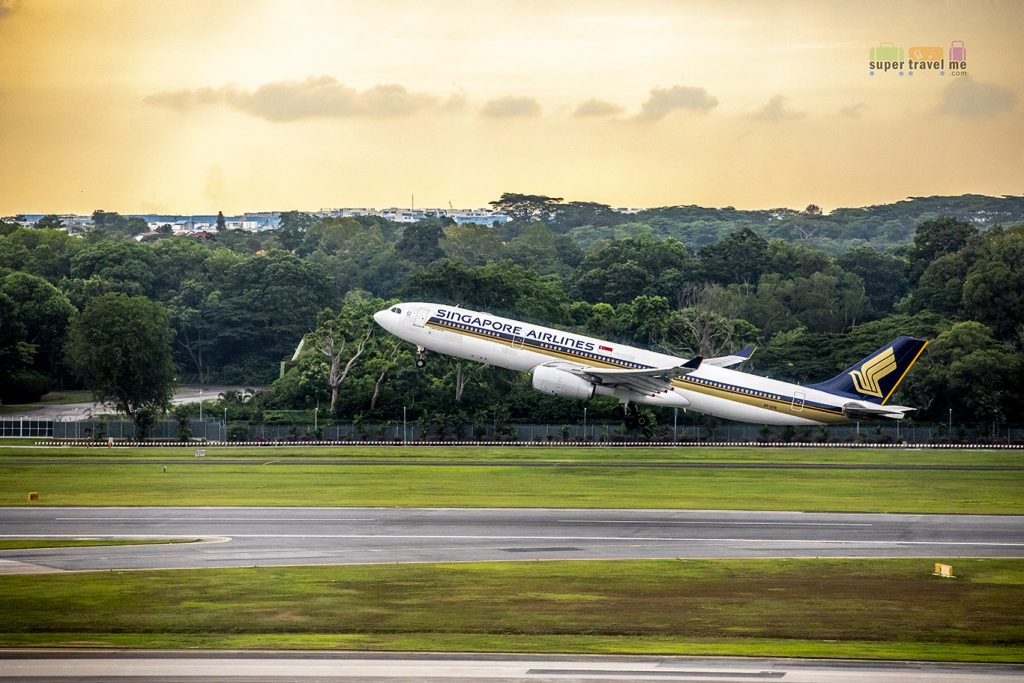 Singapore Airlines Airbus A330-300 (9V-STR)Take Off at Changi Airport