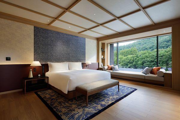 ROKU KYOTO LXR Hotels Resorts PEAK Suite Bedroom